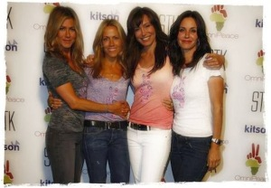 courtney cox, sheryl crow, jennifer aniston, omni peace t-shirt, green